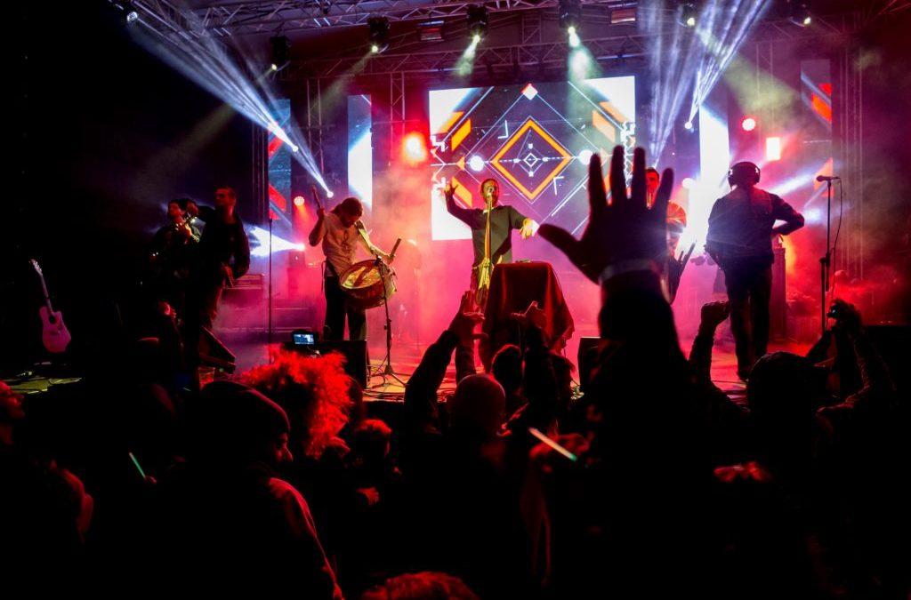 Peste 8.000 de participanţi la cea de-a doua ediție a Embargo Fest: o furtună puternică a oprit desfășurarea ultimei zi a festivalului